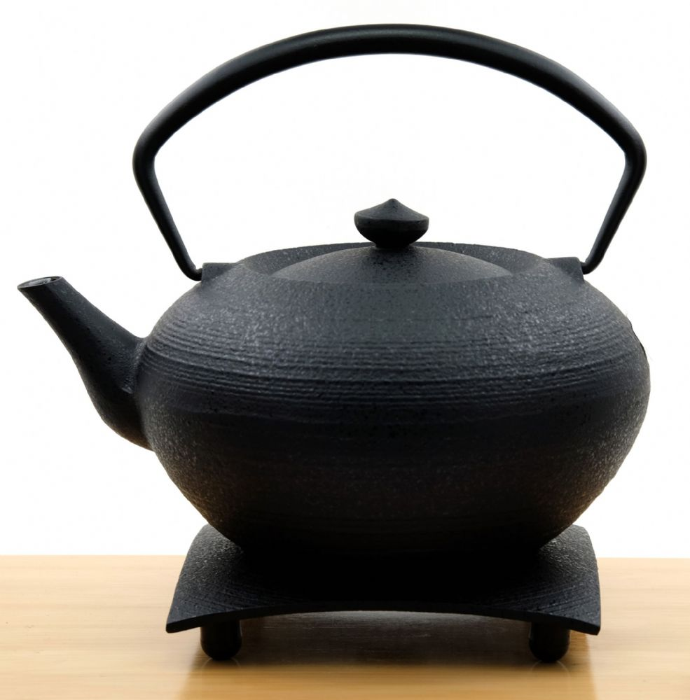 Japanese Handcrafted Hiratsubo Cast Iron Teapot and trivet by Master craftsman Hisanori Masuda